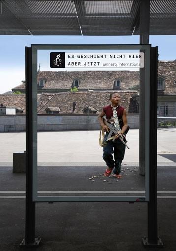 in Plakatkampagne von Amnesty International Schweiz