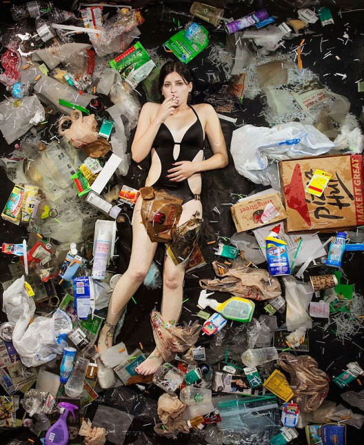 7-days-of-garbage-environmental-photography-gregg-segal-11-528x645 in 7 Days of Garbage