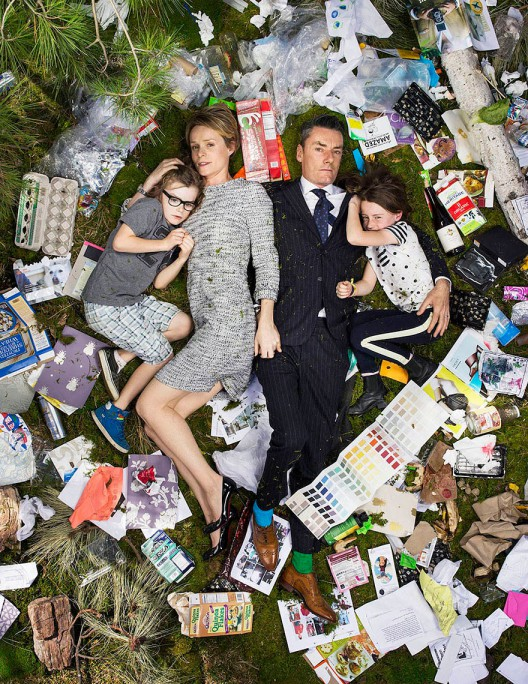 7-days-of-garbage-environmental-photography-gregg-segal-12-528x684 in 7 Days of Garbage