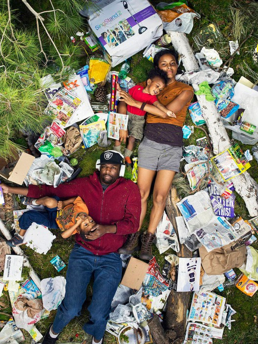 7-days-of-garbage-environmental-photography-gregg-segal-2-528x704 in 7 Days of Garbage