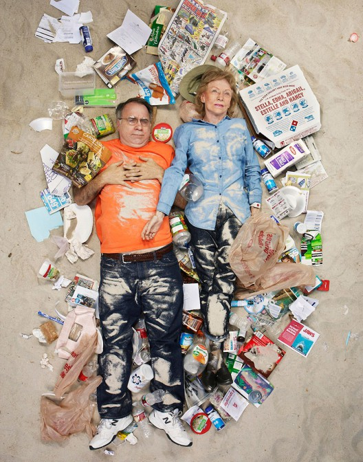 7-days-of-garbage-environmental-photography-gregg-segal-3-528x672 in 7 Days of Garbage