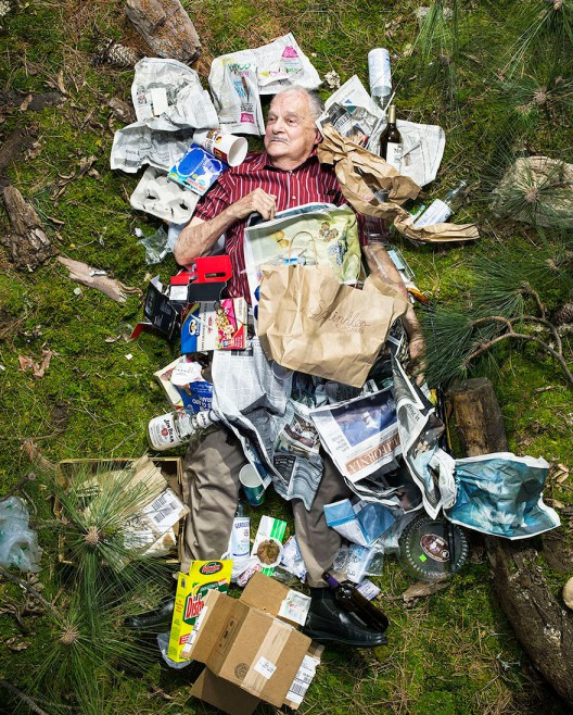 7-days-of-garbage-environmental-photography-gregg-segal-6-528x658 in 7 Days of Garbage